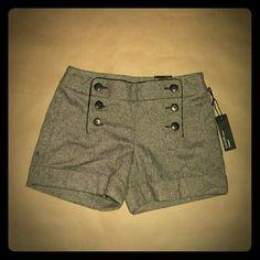 ♤ NWT Express Editor Twill Shorts 4 Cuffs Back pockets Button detail Express Shorts