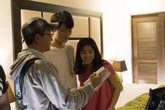 沖縄のラストのシーンの説明を受けた古川雄輝をご覧ください。 大人だとは思えないほどニヤケが止まりってないです。 相手がほのちゃんだからね。