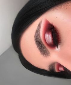 40 OF THE BEST EYESHADOW LOOKS! We can hardly get enough of red eyeshadow looks! This cut crease is so clean and thee colors are simply stunning. If you love affordable makeup like we think you do then you NEED to check this out: ore Red Eyeshadow Makeup, Eye Makeup Glitter, Best Eyeshadow, Prom Makeup, Eyeshadow Guide, Sparkly Makeup, Eyeshadow Ideas, Natural Eyeshadow, Cute Eyeshadow Looks