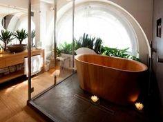 Une baignoire en bois pour une salle de bain naturelle • Hellocoton.fr
