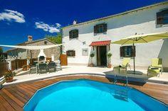 Casa Bepo & Bepa  Traditioneel huis met privé zwembad en panoramisch uitzicht incl. wifi en airco  EUR 641.80  Meer informatie  #vakantie http://vakantienaar.eu - http://facebook.com/vakantienaar.eu - https://start.me/p/VRobeo/vakantie-pagina