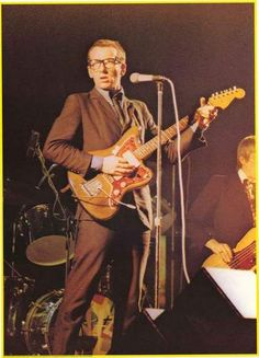 Elvis Costello 1978 Poster 24x33 – BananaRoad
