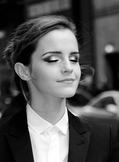 emma watson, emma, and watson image Emma Watson, Black And White Makeup, Eyes Wide Shut, Perfect Brows, Famous Girls, The Most Beautiful Girl, Beautiful Women, Celebrity Hairstyles, Books