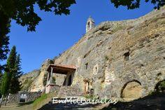 Olleros de Pisuerga, exterior de la iglesia rupestre. Palencia, España http://enmilbatallas.com/2014/04/03/olleros-de-pisuerga/