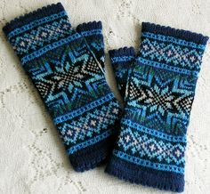 Ravelry: Project Gallery for Snowflake Fingerless Gloves pattern by Cailyn Meyer