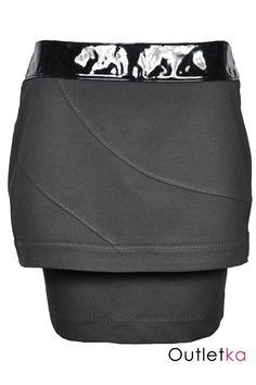 Nowa spódnica firmy BAY w kolorze czarnym. Spódnica jest dwuwarstwowa. Górna warstwa jest rozkloszowana - trapezowa, styl - tulipan. Dolna warstwa - prosta, dłuższa. Spódnica ozdobiona modnymi przeszyciami. U góry wszyty czarny, lakierowany pas, dodaje to spódnicy niezwykłej oryginalności. Z kompletem firmowych metek Bay.