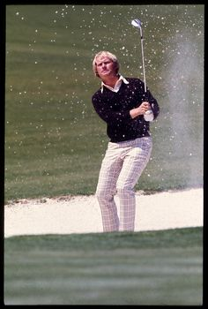 Jack Nicklaus plays a bunker shot at the 1975 Masters Lpga Players, Pga Tour Players, Golf Fashion, Men's Fashion, Famous Golfers, Masters Tournament, Masters Golf, Jack Nicklaus, Golf 1