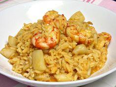Ingredientes para 4: 350 g de arroz Carnaroli o arroz bomba 2 sepias medianas limpias 12 gambas grandes 1 cebolla 6 -7 cucharadas soperas de un buen sofrito de tomate…