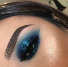 Pin by Eye Makeup Bronze on Eye Makeup Silver in 2019 Makeup Eye Looks, Eye Makeup Art, Blue Eye Makeup, Smokey Eye Makeup, Glam Makeup, Skin Makeup, Eyeshadow Makeup, Makeup Inspo, Makeup Inspiration