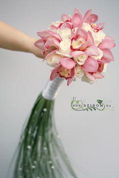 Esküvő menyasszonyi csokor - Szirom Weeding, Orchids, Glass Vase, Wedding Flowers, Bouquet, Crown, Budapest, Decor, Wedding Bouquets