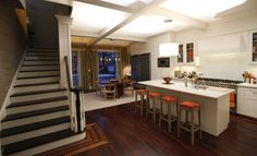 Julia's brownstone: http://latimesblogs.latimes.com/home_blog/2012/03/smash-set-design.html #Smash