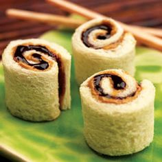Butter and Jelly Sushi Rolls Peanut Butter and Jelly Sushi Rolls I am going to make these for my boys for snack tomorrow!Peanut Butter and Jelly Sushi Rolls I am going to make these for my boys for snack tomorrow! Cute Food, Good Food, Yummy Food, Tasty, Awesome Food, Boite A Lunch, Think Food, Sushi Rolls, Kid Friendly Meals