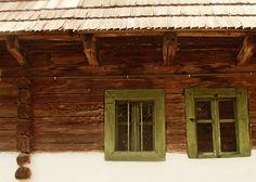 Amu' in secolul XII erau simple casele, dar si tare frumoase Garage Doors, Simple, Outdoor Decor, Home Decor, Decoration Home, Room Decor, Carriage Doors, Interior Decorating