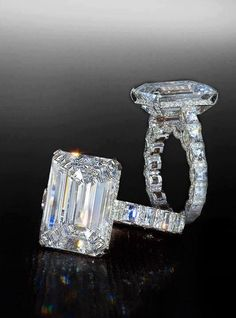 The most perfect ring my absolute favorite emerald cut all the way around!