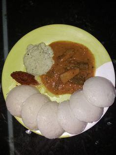 Idli with sambar, chutney n   Chammanti
