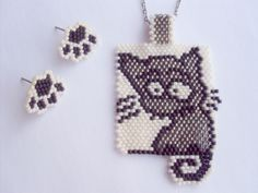Pattern for pendant and earrings in Brick Stitch Peyote Stitch Patterns, Seed Bead Patterns, Beading Patterns, Brick Stitch Earrings, Seed Bead Earrings, Pendant Earrings, Bead Crafts, Jewelry Crafts, Peyote Beading