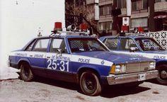 L'évolution des autos de police à Montréal Chevrolet Malibu, Rescue Vehicles, Police Vehicles, Montreal Ville, Montreal Quebec, Montreal Canada, Old Police Cars, Caprice Classic, Car Badges