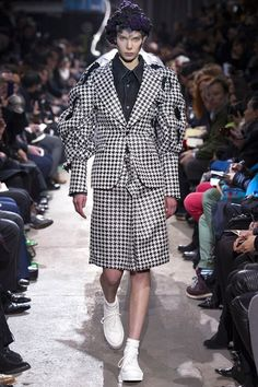 See the complete Comme des Garçons Fall 2013 Ready-to-Wear collection.