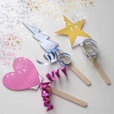 Witches and Wizards Week - magic wand craft (easy) Supplies: Popsicle sticks Ribbon Print outs Magic Wand Craft, Magic Crafts, Magic Wands, Easy Toddler Crafts, Easy Crafts, Craft Activities For Kids, Preschool Crafts, Craft Ideas, Diy Ideas