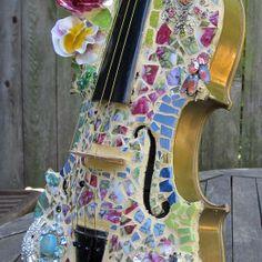 Pique Assiette Mosaic Violin from Melissas Motifs