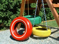 If you have old car tires hanging around in the garage put them to work growing vegetables. Remove the center hub and just use the rubber tire itself. The tires make handy plant containers and are easy to place out in the garden. Use a single tire. Tire Garden, Garden Web, Balcony Garden, Making A Compost Bin, Tire Craft, Tire Planters, Tire Swings, Tyres Recycle, Upcycle