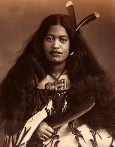 Maori Chief in 1878 holding a greenstone club Fiji People, Old Photos, Vintage Photos, Maori Tattoo Designs, Maori Tattoos, Maori People, Black Indians, Maori Art, Kiwiana