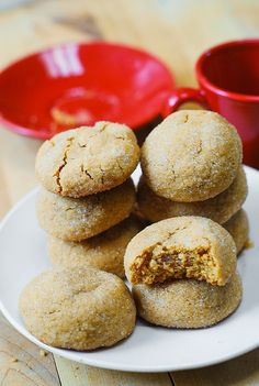 These easy peanut butter cookies have an amazing brownie-like texture: both chewy and soft. The peanut butter flavor is perfectly balanced without being overpowering. These are truly the best peanut butter cookies I've ever tried! Yummy Treats, Delicious Desserts, Yummy Food, Cookie Recipes, Dessert Recipes, Best Peanut Butter Cookies, Biscuit Cookies, Cookies Soft, Sugar Cookies