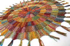 Spiral knitted knee rug Knitted Afghans, Knitted Blankets, Knit Rug, Knit Crochet, Textiles, Knitting Yarn, Knitting Patterns, Vogue Knitting, Garter Stitch