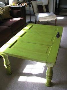Mesa reciclada com porta