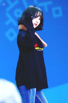 Kpop Girl Groups, Korean Girl Groups, Kpop Girls, K Pop, Jung Eun Bi, Falling Stars, Summer Rain, Entertainment, G Friend