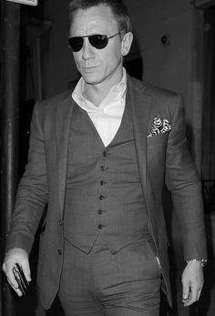 Daniel Craig Rachel Weisz, Bond Suits, Daniel Graig, Daniel Craig James Bond, Bond Cars, Jason Isaacs, Best Bond, Skyfall, Hot Actors