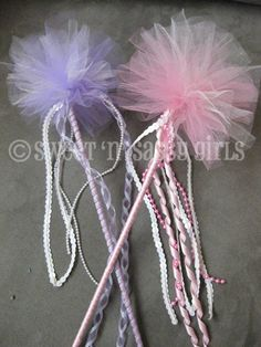 Art DIY: Tulle wands crafts-for-kids Princess Wands, Princess Tea Party, Princess Birthday, Tulle Crafts, Diy Crafts, Tulle Projects, Diy For Kids, Crafts For Kids, Tulle Poms