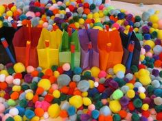 Sensory Table idea that promotes fine motor skills, classification, and color sorting.--great preschool ideas too Sensory Table, Sensory Bins, Sensory Activities, Learning Activities, Preschool Activities, Teach Preschool, Preschool Education, Motor Skills Activities, Gross Motor Skills