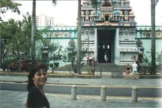 Hindu Tempel in Singapur San Francisco Ferry, Street View, Building, Vintage Photos, Travel Memories, Singapore, Temple, Rome, Vacations