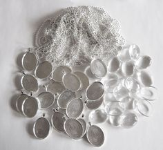 20 Pack Oval Medium Glass Picture Settings w/ 20 Silver Ball Chains
