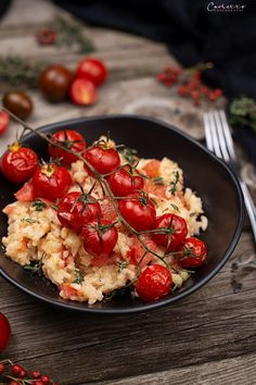 Mediterranean lightning risotto with tomatoes - Food // Essen - [post_tags Fabulous Foods, International Recipes, Creative Food, Bruschetta, Family Meals, Pasta Salad, Sushi, Healthy Lifestyle, Food And Drink