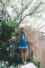 Laguna_Beach-California-Denim_Dress-Embroidery_Details-Lovers_And_Friends-Outfit-Open_Back-Silver_Flat_Sandals-Collage_On_The_Road-Outfit-16