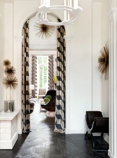 Lauren Santo Domingo's Paris Apartment / #livingroom
