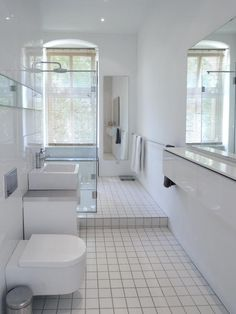 Blau Weißes Mosaik Im Badezimmer Einer 2 Zimmerwohnung In Berlin #Badezimmer  #Wohnung #Berlin | Schöne Badezimmer | Pinterest