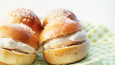 Finnish Recipes, Western Food, Bread Baking, Hamburger, Sweet Treats, Cooking, Desserts, Food And Drinks, Baking