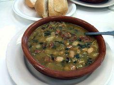 Mis Recetas de Cocina: Caldo Gallego. Cheeseburger Chowder, Soup, Collard Greens, Cooking Recipes, Community, Santiago, Soups