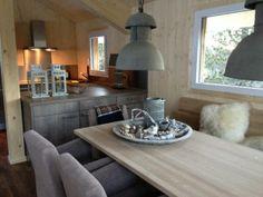 Huiskamer Turmhaus @ TurracherHöhe Kitchen Island, Dining Table, Furniture, Home Decor, Chalets, Lush, Tower House, Island Kitchen, Decoration Home