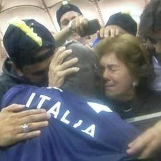 Balotelli bacia la mamma germania italia euro 2012