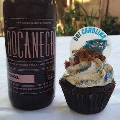 Cupcake de Chocolate con Cerveza Bocanegra Dunkel & Tocino! ❤️ Go Carolina! #NFL #Carolina #RosaMentaCupcakes