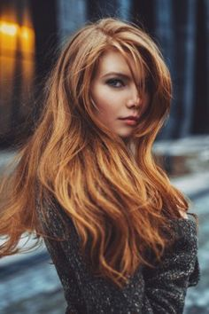 Auburn is considered the most gorgeous hair color to rock during any season of the year. Auburn hair color looks amazingly inspiring with black coats. Corte Y Color, Strawberry Blonde, Fall Hair, Winter Hair, Gorgeous Hair, Beautiful Redhead, Hair Dos, Pretty Hairstyles, Hair Trends