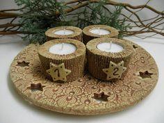 Adventní+svícen-+přírodní+Ze+šamotové+hlíny,+průměr+spodní+části+cca+24,5+cm.+Svícny+na+čajové+svíčky+nejsou+na+pevno,+možné+po+adventu+použít+i+pro+jinou+vánoční+dekoraci.