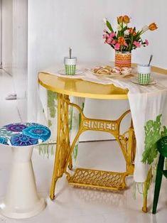 Resultado de imagem para pe de maquina de costura pintado de amarelo