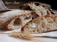 Assolutamente da provare questo pane ciabatta a lievitazione naturale. Crosta croccante e mollica con tanti bei buchetti. Buonissimo.