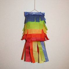 Easy no mess paper bag pinata. I am thinking of making one as a family for family night. I am thinking of celebrating Cinco De Mayo with this and all our favorite Mexican dishes.