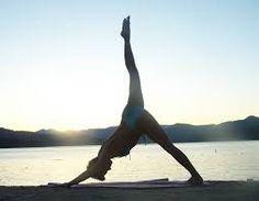 El Yoga también te ayuda a adelgazar, sólo es cuestión de hacer las posturas adecuadas y de forma correcta. http://www.mandamientosdelcuerpoideal.com/yoga-posturas-para-adelgazar.html